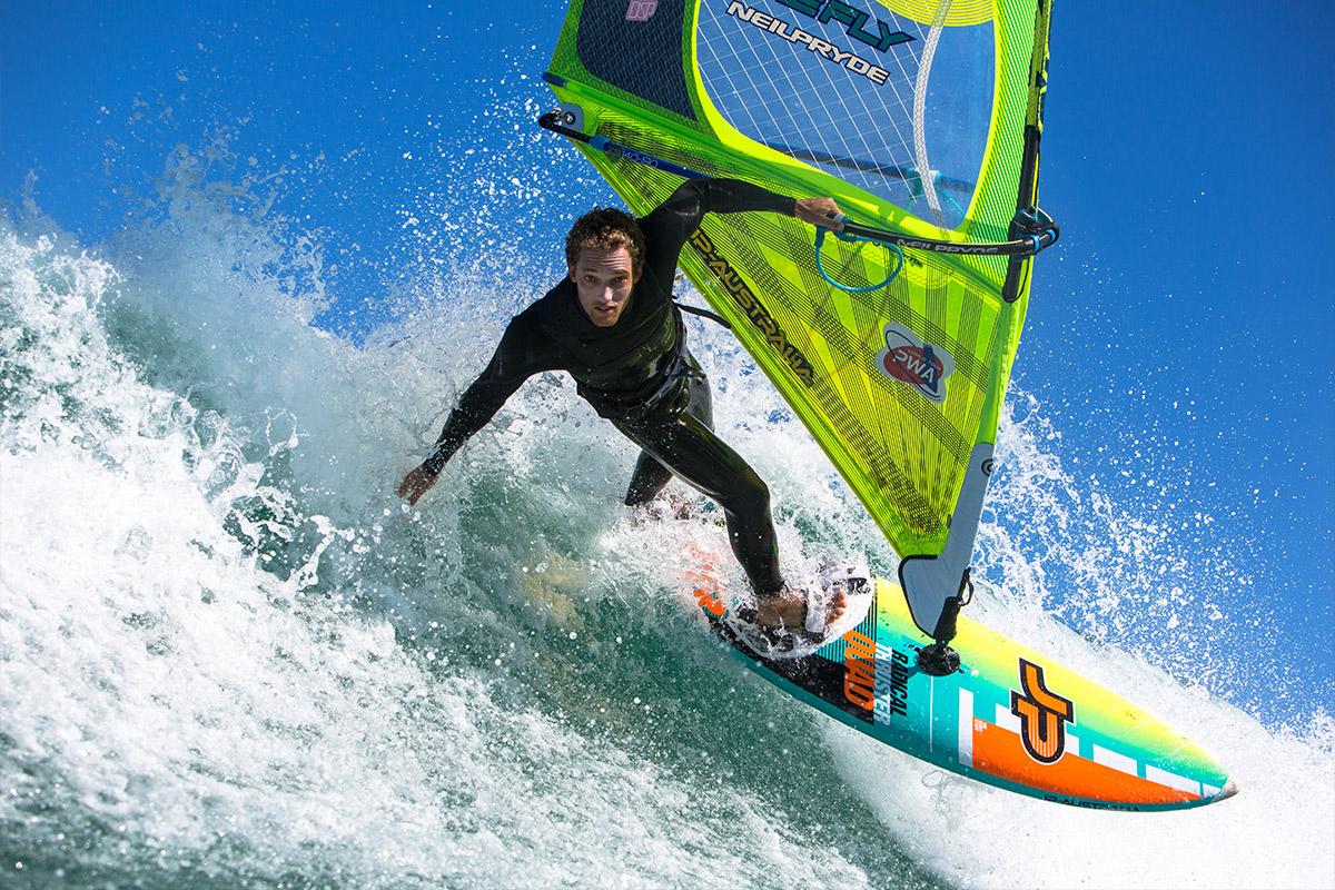 96eb6e69abe ... kræfter med naturen, have den frihed havet giver og synes du måske  samtidig, at fart er rigtig sjovt – så er windsurfing noget for dig. Danmark  egner ...